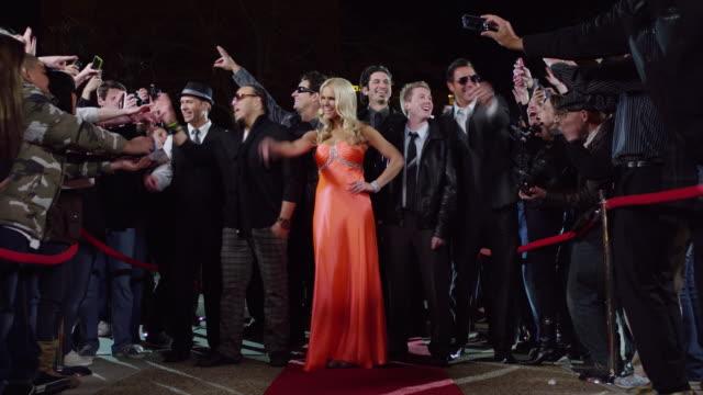 vídeos y material grabado en eventos de stock de ms zi celebrities waving to crowd at red carpet event / provo,utah,usa - provo