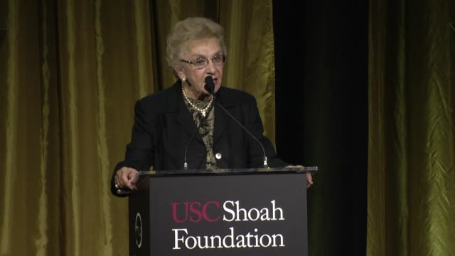 vidéos et rushes de celina biniaz at the 20th anniversary ambassadors for humanity gala by the usc shoah foundation at the hyatt regency century plaza on may 07, 2014 in... - century plaza