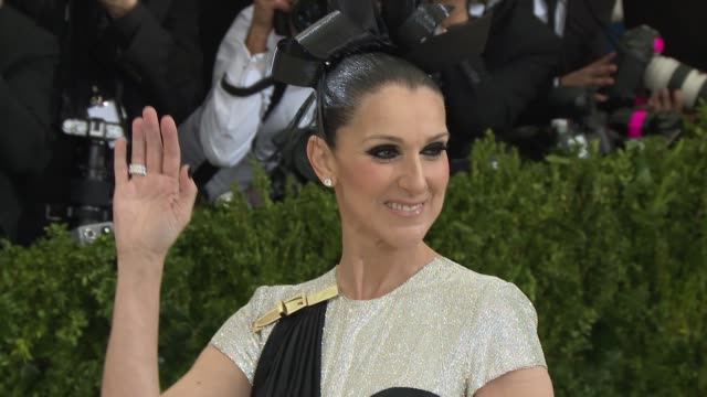 """celine dion at """"rei kawakubo/comme des garcons: art of the in-between"""" costume institute gala - arrivals at the metropolitan museum of art on may 1,... - セリーヌ・ディオン点の映像素材/bロール"""