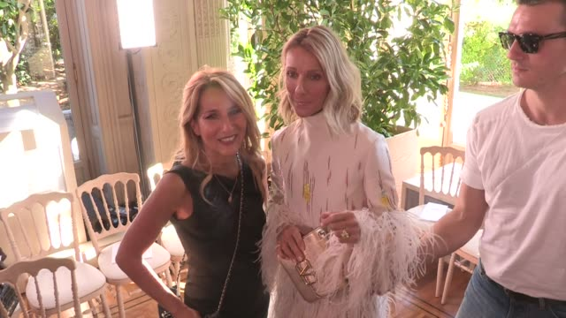 celine dion at the photocall for the valentino fall winter 2020 haute couture fashion show in paris paris, france on wednesday july 3, 2019 - セリーヌ・ディオン点の映像素材/bロール