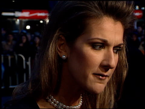 vidéos et rushes de celine dion at the 'titanic' premiere at grauman's chinese theatre in hollywood, california on december 14, 1997. - titanic