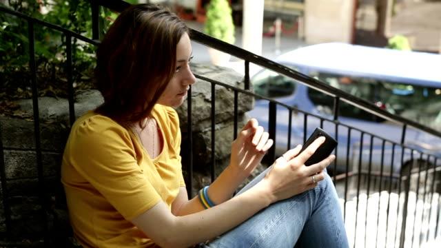 vídeos y material grabado en eventos de stock de teléfono celular interrupción - t mobile