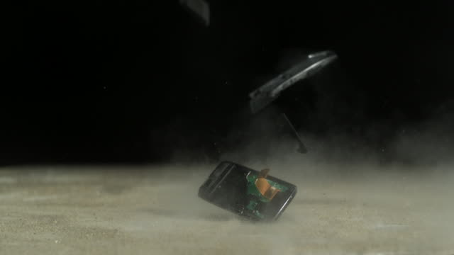 vídeos y material grabado en eventos de stock de cell phone crashing on the floor, slow motion - caer