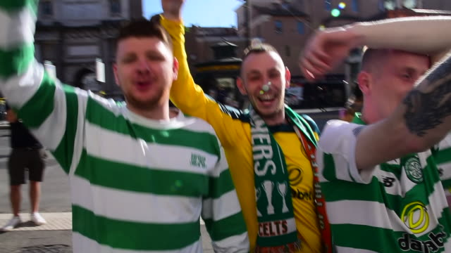 celtic supporters shout slogans as they gather near piazza del popolo ahead of the europa league match between s.s. lazio and celtic f.c. on november... - ラツィオ州点の映像素材/bロール