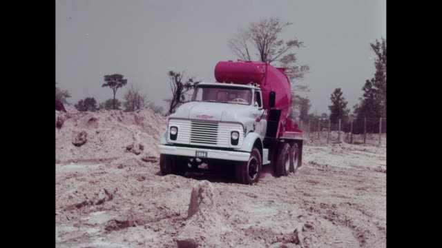 vídeos y material grabado en eventos de stock de ws pan cement mixer moving at construction site / united states - cement mixer