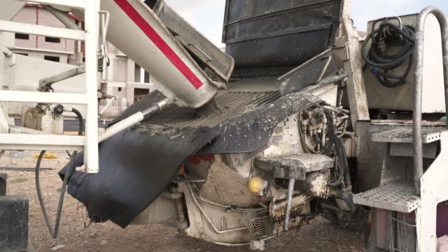 vídeos y material grabado en eventos de stock de camión de mezclador de cemento mezcla concreto - cement mixer