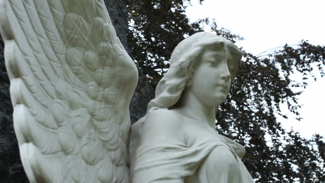 cemetery angel - 2 clips - kunst stock videos & royalty-free footage