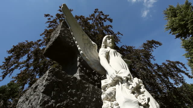 cemetery angel - time lapse - kunst stock videos & royalty-free footage