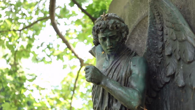 cemetery angel - kunst stock videos & royalty-free footage
