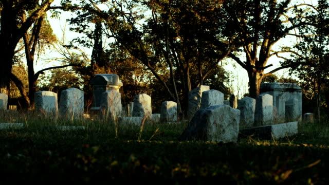 Friedhof in der Dämmerung