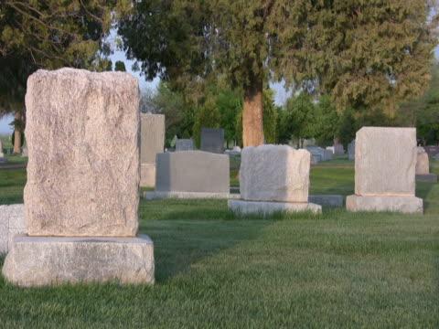 NTSC-Friedhof bei Sonnenuntergang headstones