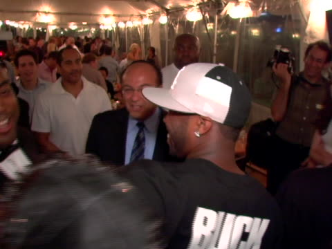 stockvideo's en b-roll-footage met 50 cent and fans at the ecko unltd presents the 4th annual tikva drive for life to benefit odessas orphaned and abandoned children at chelsea piers... - chelsea piers