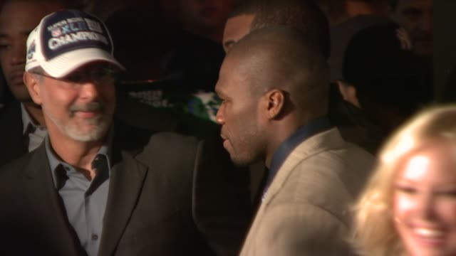 stockvideo's en b-roll-footage met 50 cent jon avnet at the premiere of righteous kill at new york ny - amerikaanse munt
