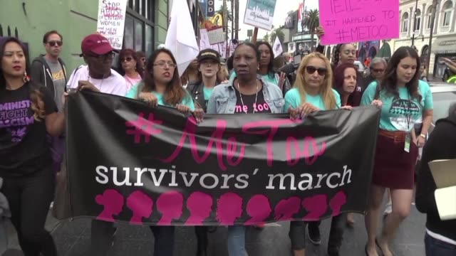 centenares de personas marcharon el domingo en hollywood en apoyo a la campana metoo contra el abuso sexual - marching stock videos & royalty-free footage