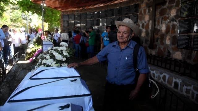 centenares de salvadorenos iniciaron la conmemoracion del 36 aniversario de la masacre de el mozote la mas sangrienta de la historia contemporanea en... - guerra civil stock videos and b-roll footage