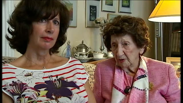 centenary: belgians remember / interview with sole living survivor of the 'rape of belgium'; marie legrand interview sot dinant: ext golden statue... - 飾り板点の映像素材/bロール