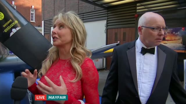 vídeos y material grabado en eventos de stock de blue carpet premiere for 'spitfire' documentary england london mayfair ext reporter to camera carol vorderman live interview sot alan scott live... - carol vorderman