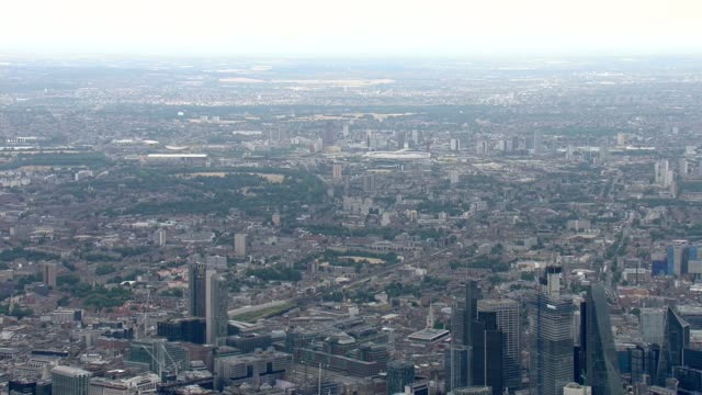 aerials england london air views / aerials central london / looking east towards stratford / airbus juno and jupiter helicopters along in flypast /... - 英国空軍点の映像素材/bロール