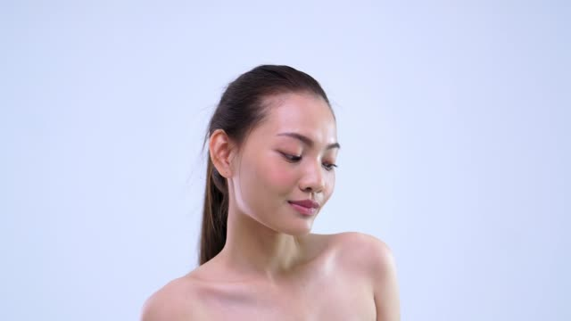 center shot beauty girl looking to camera and move shoulder - cicatrice video stock e b–roll