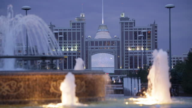 central asia, kazakhstan, astana, nurzhol bulvar - fountains in front of the kazmunaigas building - kazakhstan stock videos & royalty-free footage