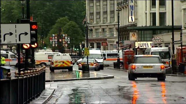 vidéos et rushes de central london car bombs; piccadilly circus: police officers and police vehicles parked at cordon tape blocking of piccadilly circus and haymarket... - haymarket