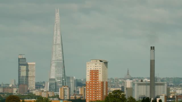 stockvideo's en b-roll-footage met ws central london skyline - establishing shot