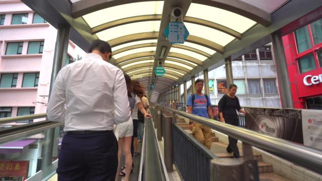 central mid levels escalator, hong kong - central bezirk hongkong stock-videos und b-roll-filmmaterial
