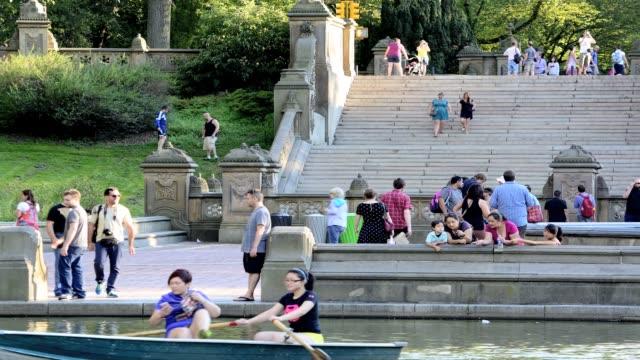 central park bethesda landscape terrace, new york city, manhattan, usa. people next to central park lake. - ベセスダ点の映像素材/bロール