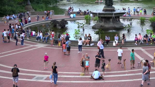 vídeos de stock e filmes b-roll de central park, bethesda terrace and fountain, new york city - fonte bethesda