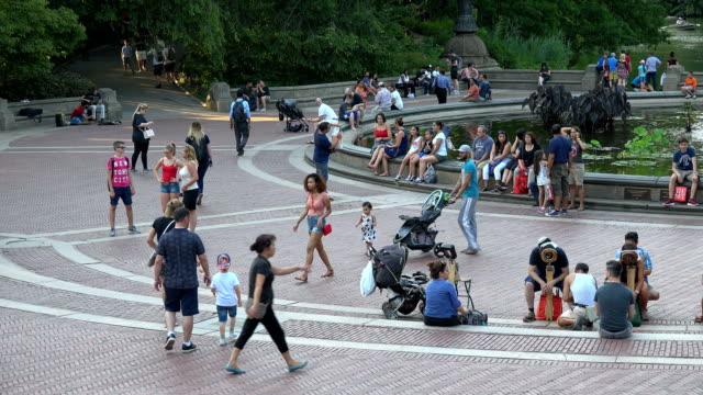 vídeos y material grabado en eventos de stock de central park bethesda terrace and fountain, new york city - cochecito de bebé