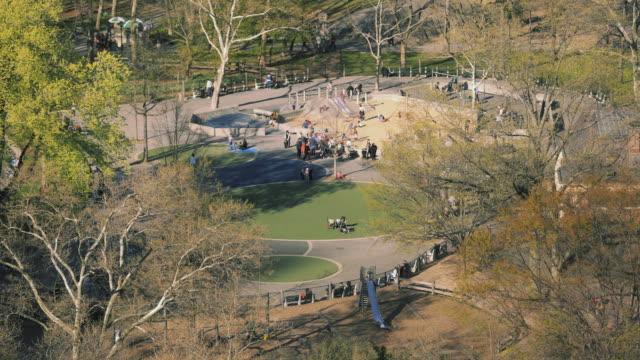 central park playground timelapse new york - kinderspielplatz stock-videos und b-roll-filmmaterial