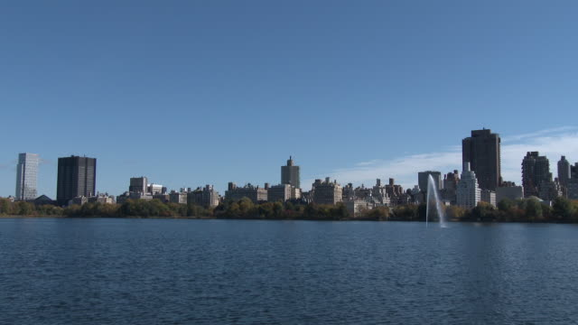central park reservoir, autumn colors, fall foliage nyc - central park reservoir stock videos and b-roll footage
