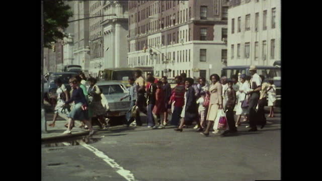 td central park street sign to ws crowds walking to park; 1980 - street name sign video stock e b–roll
