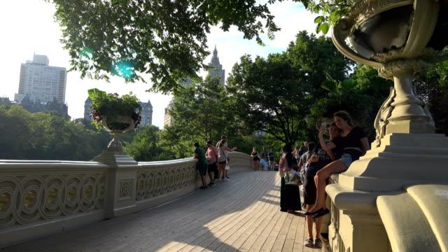 vídeos y material grabado en eventos de stock de central park's bow bridge, new york city - west hollywood