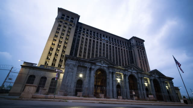 vidéos et rushes de central station in detroit time lapse - détroit michigan