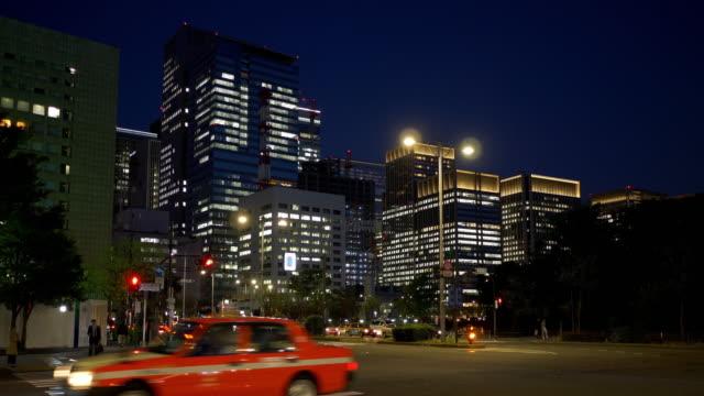 vídeos y material grabado en eventos de stock de central tokyo at night - vista inclinada