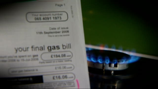 centrica boss to forgo 25 million pound bonus as trust in energy companies at 'all time low' r20111204 / 'your final gas bill' with lit gas ring in... - ファイサル・イスラム点の映像素材/bロール