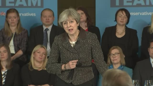 centrica to cut 4000 jobs lib / t09051709 york int theresa may mp speech during 2017 general election campaign sot announces cap on energy prices - elezioni generali video stock e b–roll