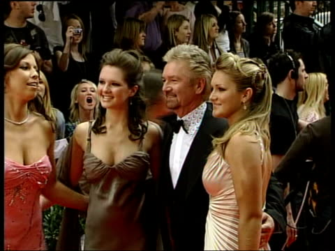 stockvideo's en b-roll-footage met arrivals noel edmonds posing for photocall with his daughters / ian hislop / noel edmonds interview sot - noel edmonds