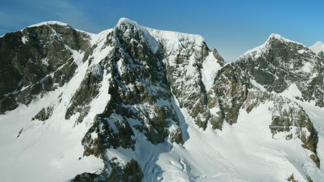 cerro azul mountain peak patagonia - azul stock-videos und b-roll-filmmaterial