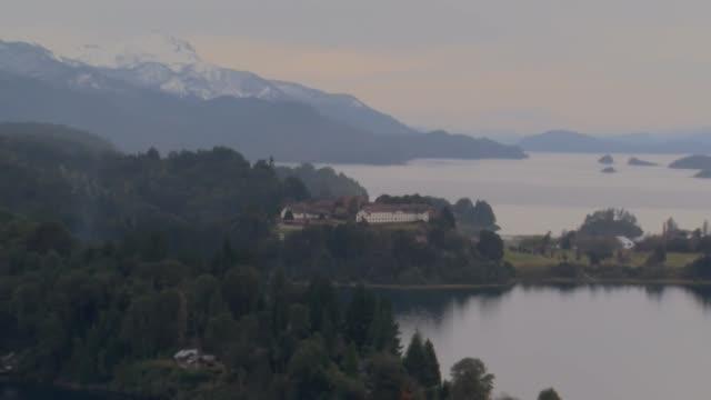ARG: Bariloche bajo nieve pero despojada de turistas por el covid-19