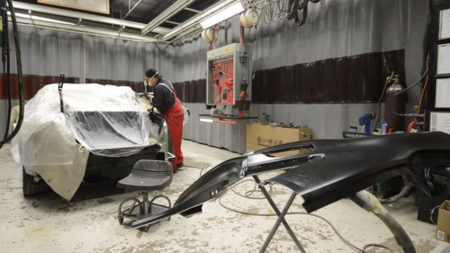 a certified aluminum auto body repair specialist prepares to install a new aluminum quarter panel on a 2013 audi ag a8 l sedan at the ultimate paint... - limousine familienfahrzeug stock-videos und b-roll-filmmaterial
