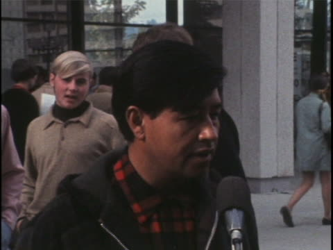 cesar chavez states the position of the united farm workers during a protest. - メキシコ系アメリカ人点の映像素材/bロール