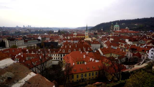 stockvideo's en b-roll-footage met cesky krumlov op vltava (rivier), tsjechische republiek - praag oudestadsplein