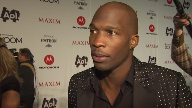 vidéos et rushes de chad ochocinco johnson & evelyn lozada on why the maxim party is the best party of super bowl weekend, how he gears up for a big event like this, his... - nfc