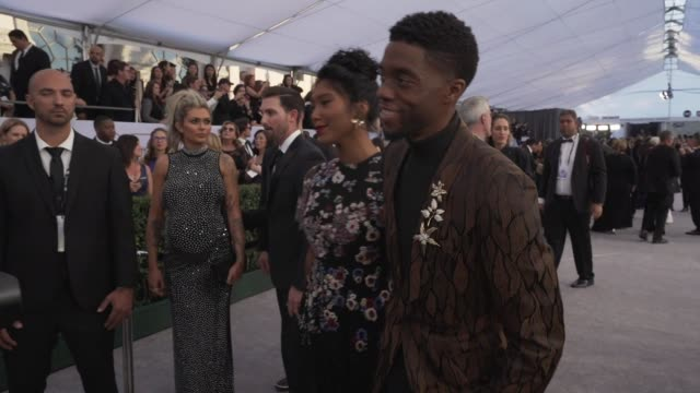 stockvideo's en b-roll-footage met chadwick boseman taylor simone ledward at the 25th annual screen actors guild awards social ready content at the shrine auditorium on january 27 2019... - screen actors guild