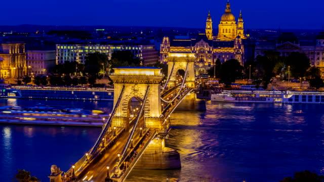 chain bridge in budapest at sunset, time lapse - chain bridge suspension bridge stock videos & royalty-free footage