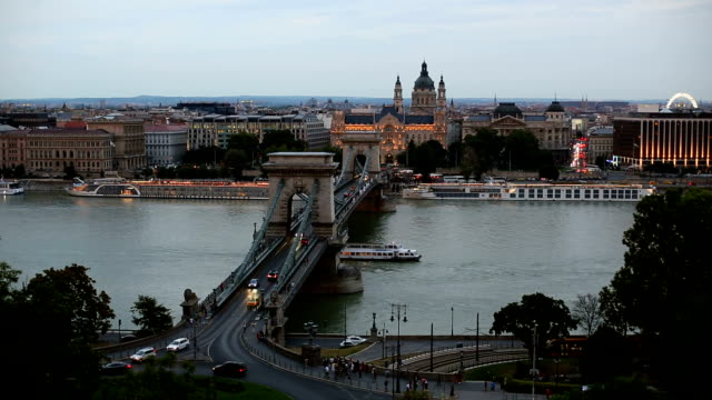 chain bridge in budapest at sunset - chain bridge suspension bridge stock videos & royalty-free footage
