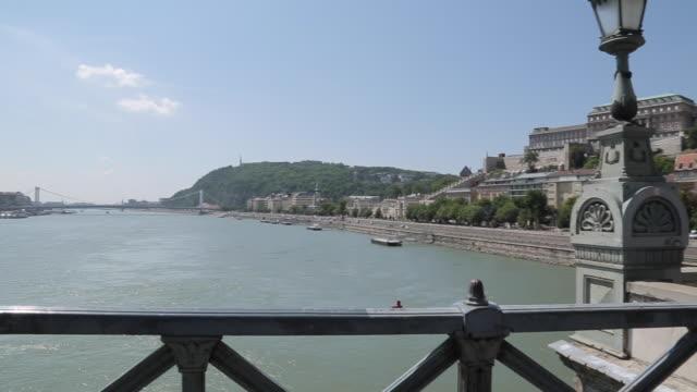 chain bridge szechenyi lamchid & hungarian nation gallery, budapest, hungary, europe - 鎖橋点の映像素材/bロール