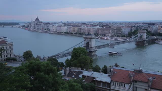 chain bridge szechenyi lamchid, & river danube from castle hill district, budapest, hungary, europe - ハンガリー文化点の映像素材/bロール
